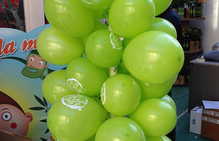 grappolo di palloncini gonfiabili verdi